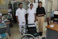 Projects Abroad fait don de fournitures médicales à l'Institut national du cancer du Sri Lanka