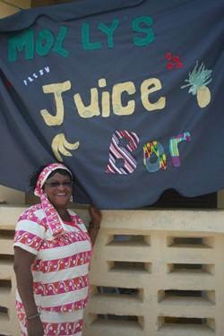 Une ancienne volontaire ouvre un bar à jus de fruits au Ghana