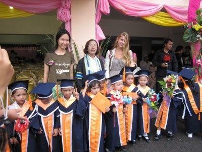 Ecoliers lors d'une cérémonie des diplômes