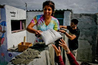 Chantier construction dans un des bidonvilles de la ville du Cap