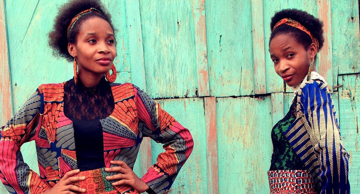 Un ancien volontaire créé sa marque de vêtements en partenariat avec des tailleurs ghanéens