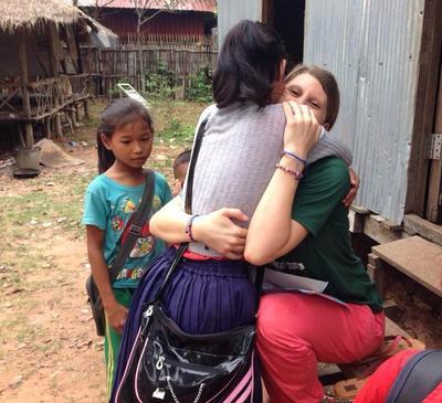 Rachel lors de sa mission humanitaire au Cambodge