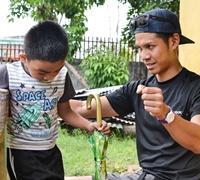 Projects Abroad志愿者在菲律宾残障康复研讨周活动中演讲