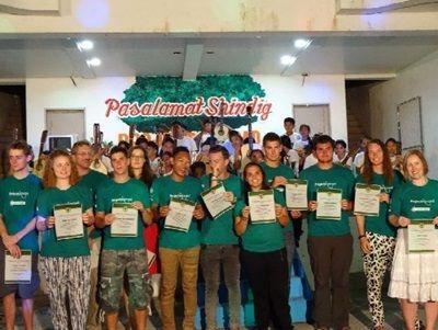 Riconoscimento ai volontari del progetto di costuzioni alle Filippine, in seguito all'emegenza tifone