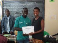 I piccoli imprenditori del progetto di microcredito ricevono un certificato di affidabilità creditizia
