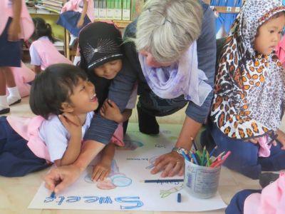 volontaria-adulta-missione-umanitaria