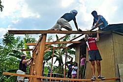 現地で活躍する日本人ボランティア
