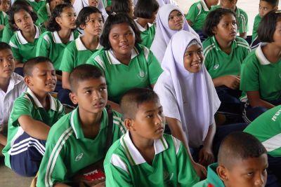 プロジェクトアブロードの環境保護ボランティアがタイのクラビにある小学校でワークショップを開催