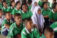タイの地元の学校で環境保護についての教育活動を実施