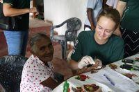 高校生医療ボランティアがアウトリーチ活動を通して1000人以上ものスリランカ人を支援