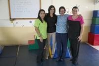 コスタリカの理学療法ボランティアがお年寄りや子供の治療を実施