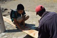 ボランティアがタンザニアで教師のための宿泊施設を建設!