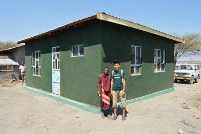 タンザニアでボランティア Esere村の教師のための居住施設完成の様子