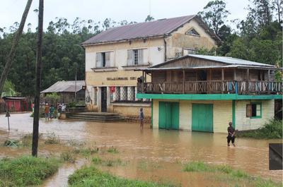 サイクロン「Enawo」によって浸水したマダガスカルの家