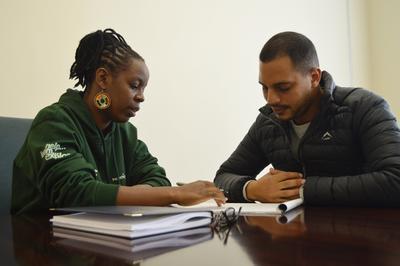 プロジェクトアブロードの南アフリカ人権オフィスでの会議中の様子