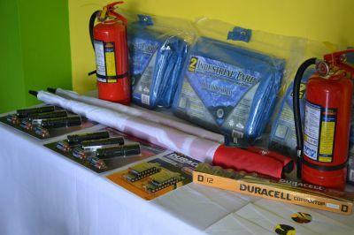 De winnaars van Operation Get Ready ontvingen wereldklasse rampenbeheersing materiaal als prijs.