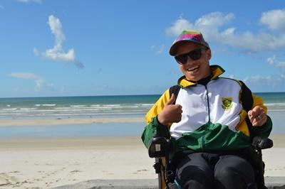Ashtan nam deel aan de eerste editie van het Adaptive Surfing Championships in Zuid-Afrika.