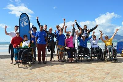 Nog even juichen voor de eerste Adaptive Surfing Championships van Zuid-Afrika begint.