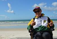 Geen golf te hoog voor surfer Ashtan uit Zuid-Afrika