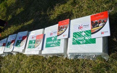 EHBO-koffers gedoneerd bij Projects Abroad geneeskunde vrijwilliger Annie Doran uit Dublin, Ierland