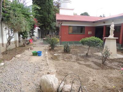 Bewoners van het opvangcentrum kunnen o.a. leren tuinieren tijdens hun verblijf.