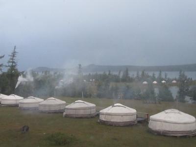 Vrijwilliger beleeft rondreis door Mongoolse steppe en ontdekt de gers van de nomaden