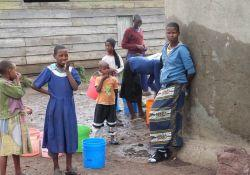 Tanzanian children at new water tank