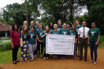 Projects Abroad Medicine volunteers with Sri Lankan doctors at medical outreach camp in rural Colombo