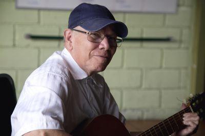 One of the seniors at Asociacion Centro de Atención al Anciano Francisca Valerio Badilla strums the guitar