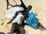 Volunteers in Senegal organise beach clean-up