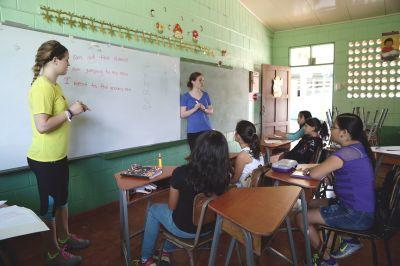 SUNY Cortland students run English Class in Costa Rica