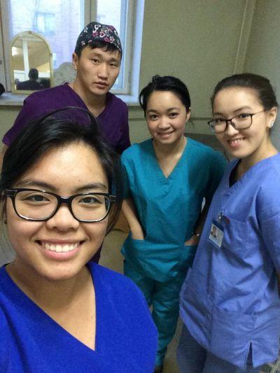 Macaulay Honors College students spend time with Mongolian Doctors while gaining experinece