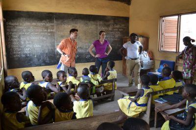 A class of Ghanaian school children listen to a lesson about dental hygiene.