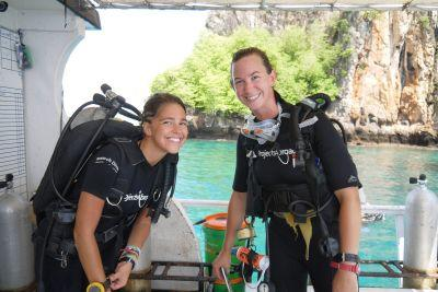 Projects Abroad Thailand marine conservation volunteers prepare to dive