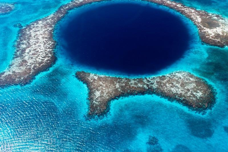 Ein Wahrzeichen von Belize das Blue Hole
