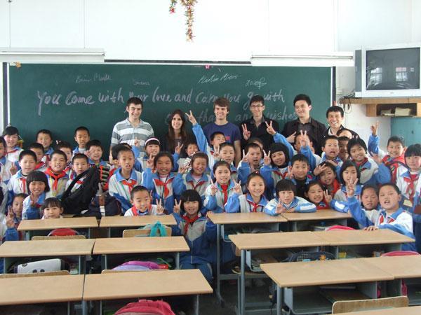 Freiwillige in Schulklasse