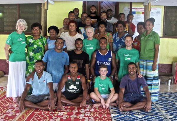 Freiwillige und Dorfbewohner im Ernährungs – Projekt