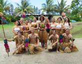 Freiwillige von Projects Abroad in traditioneller Kleidung auf den Fidschi - Inseln
