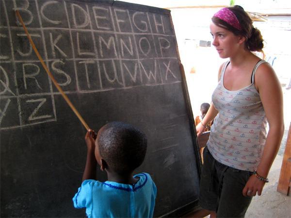 Freiwillige unterrichtet