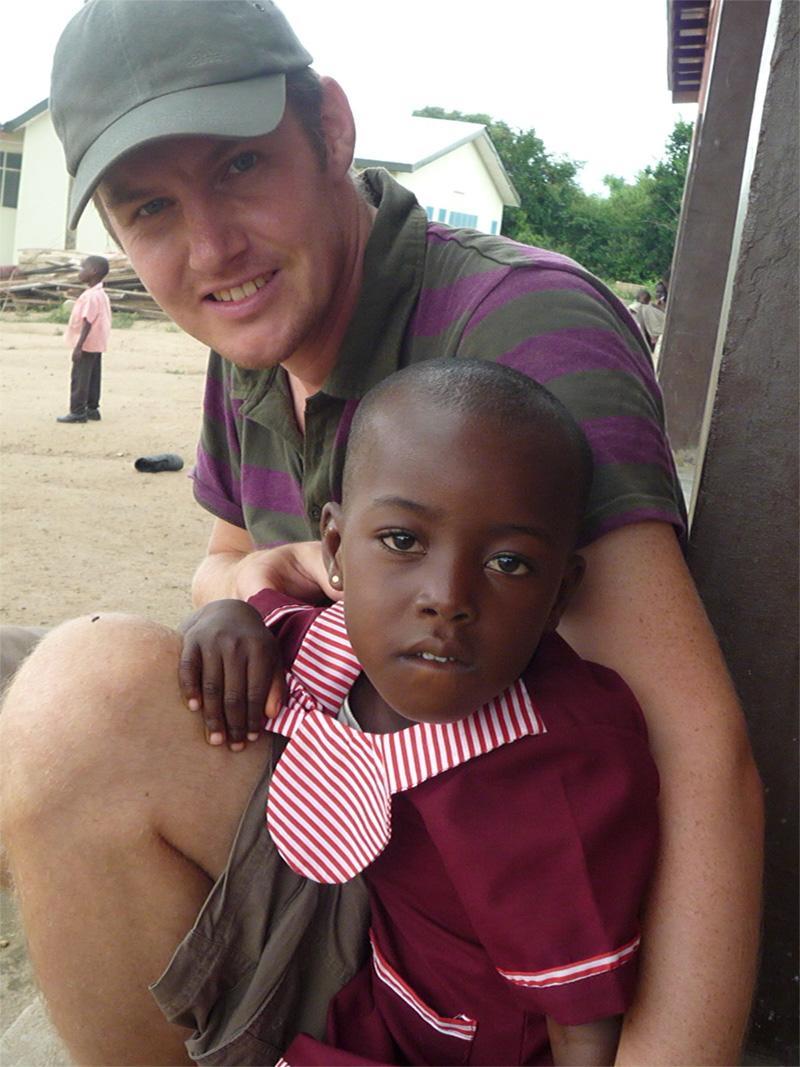 Freiwilliger mit Kind