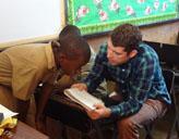 Freiwilliger im Unterricht
