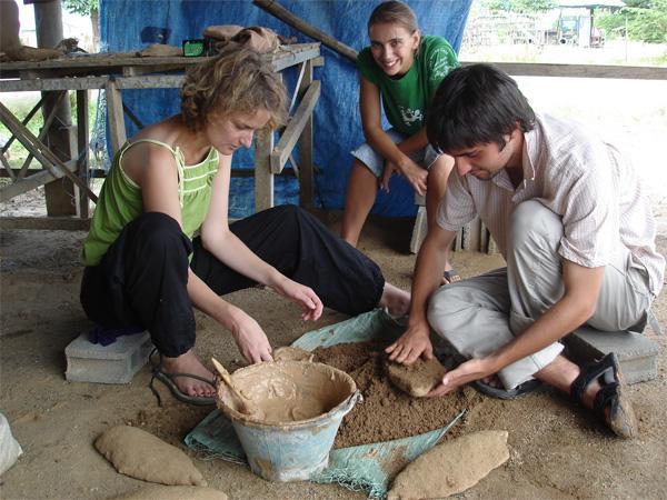 Töpfern im Khmer - Projekt