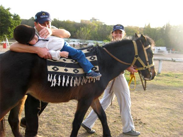 Frivilligt arbejde med heste-terapi