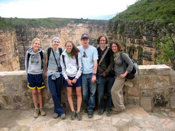 Frivillige rejser rundt i Bolivia