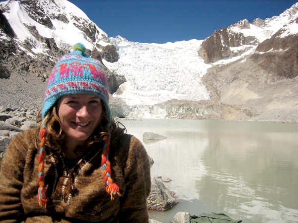 Frivillig på vandretur i bjergene i Bolivia