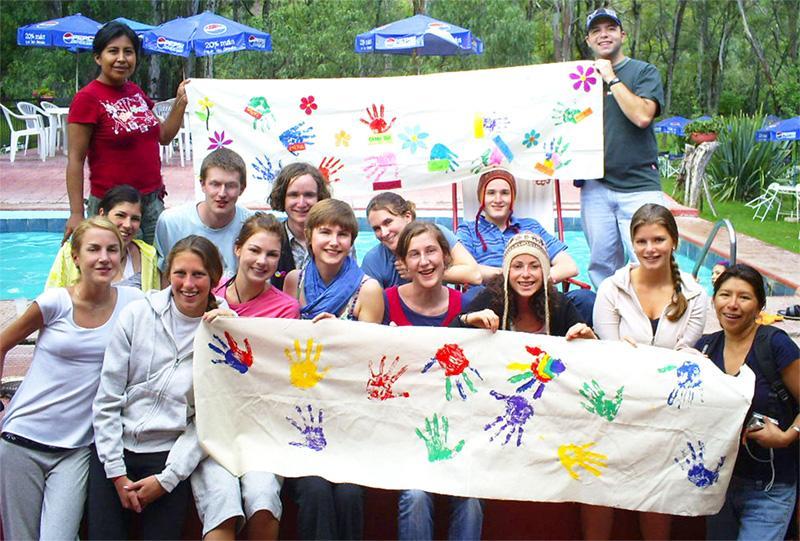 Frivillige på outreach i Bolivia