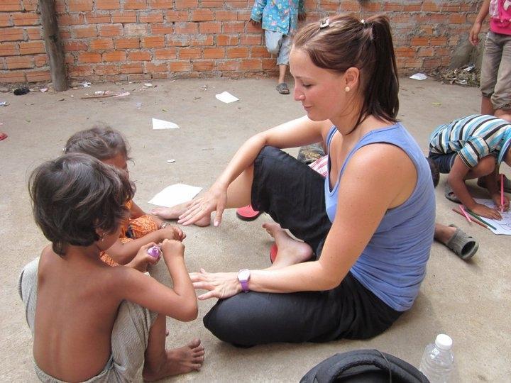 Frivillig på opsøgende arbejde i slummen