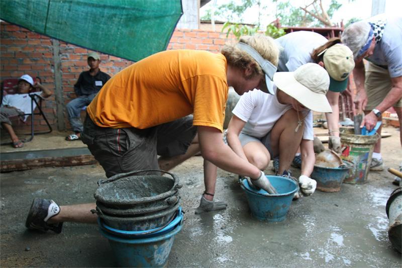 Frivillige på arbejde på Khmer projektet