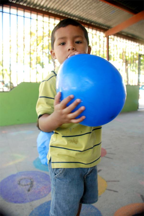 Barn på humanitært projekt i Costa Rica