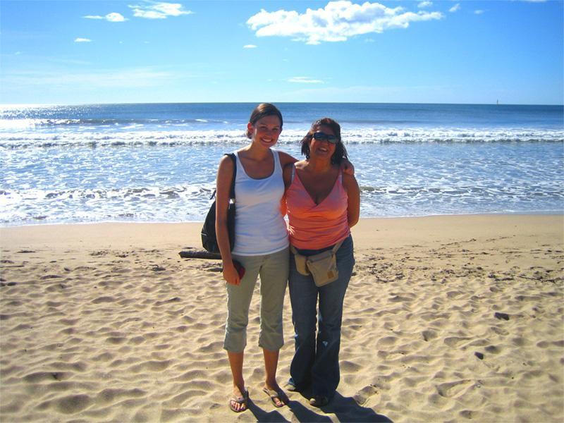 Frivillige på stranden i Costa Rica